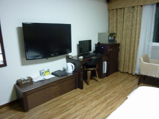 Benikea Ariul Hotel: 大きなTVとPCがついてます。日本語入力できました