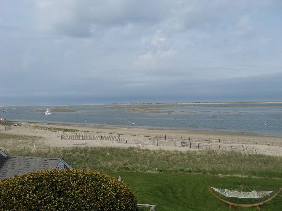 Hawthorne Motel : Chatham Harbor at low tide with sand bars showing taken just outside our room.