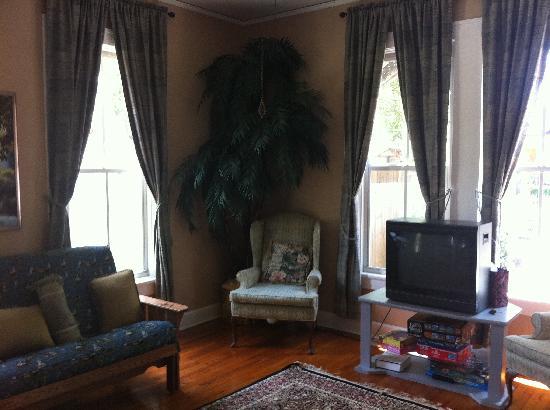 Cedar House: Parlor Room