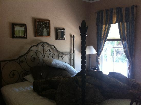 Cedar House: Master Bedroom