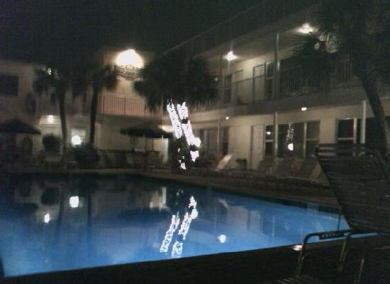Tide Vacation Apartments: evening lights