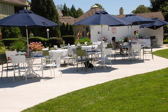 Southampton Inn: Inviting Family Friendly Pool Patio