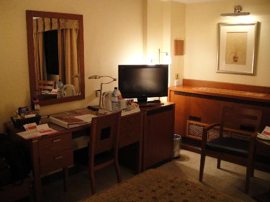 Ramada Bahrain: Bedroom