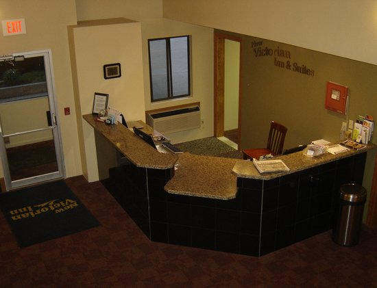 New Victorian Inn & Suites Norfolk: Front Desk - Home of friendliest staff in Norfolk!