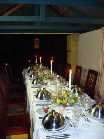 Sir Henry's Guest Houses: Dinner in the garden