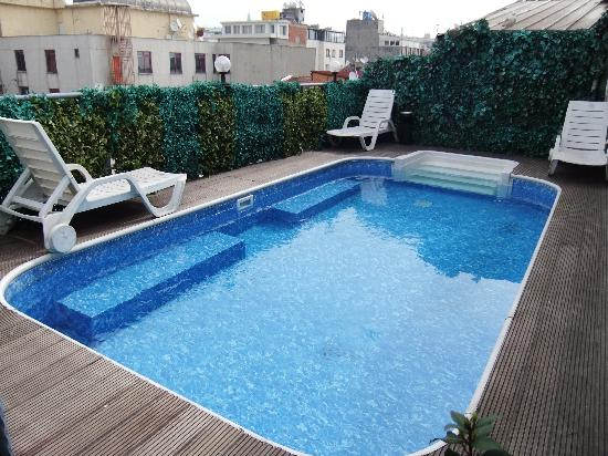 Grand Ons Hotel: the pool