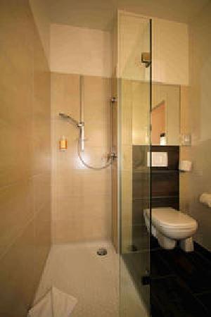 Montana Hotel Ellwangen: Badezimmer