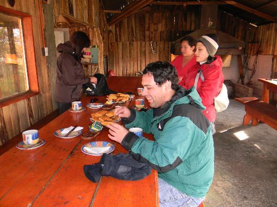 Mirador Cerro Dorotea: Compartiendo una merienda al final de la jornada