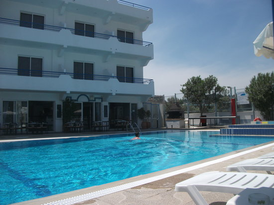 Rodos Sun: pool side