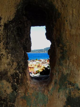 Hotel El Castillo: Baracoa through Castillo Cannon Port