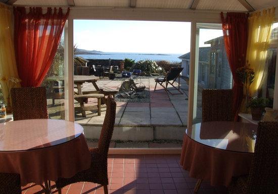 Blue Horizon Bed & Breakfast: Breakfast room with stunnig views