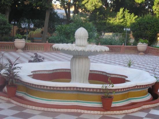 Darbar Hall: courtyard