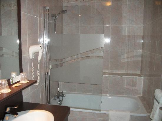 Best Western Le Bois de La Marche : salle de bain