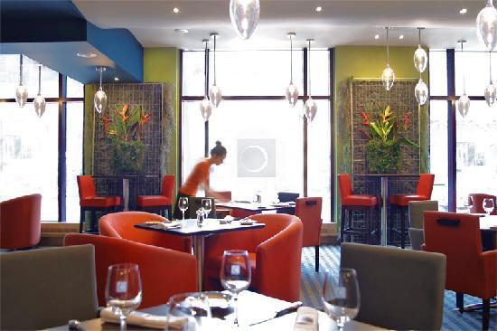 Novotel Montreal Center : Restaurant and bar