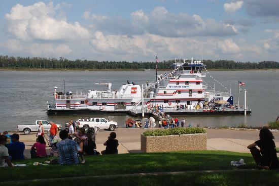 Paducah Riverwalk: Ohio River Paducah