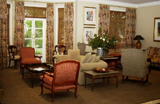 Redlands Hotel and Lodge: The Hotel Lounge