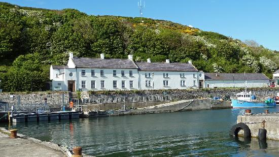 Rathlin Island, UK: Manor House Hotel in Harbour Setting