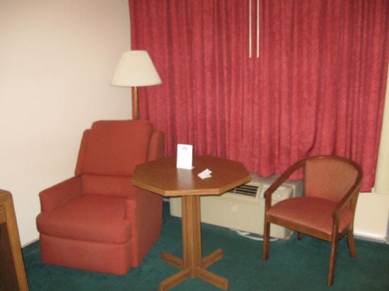 Days Inn Wilmington - Market Street: The other side of the room