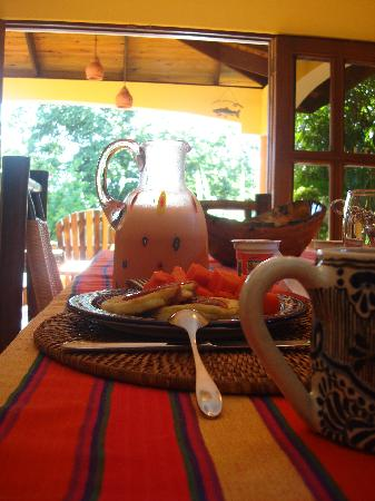 Casa Dorado: Breakfast: pancakes, guava syrup, papaya, fresh juice, coffeea