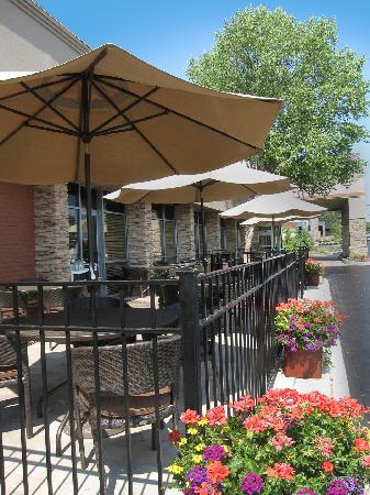 Doubletree by Hilton Hotel Akron - Fairlawn: Cafe Bricco Patio