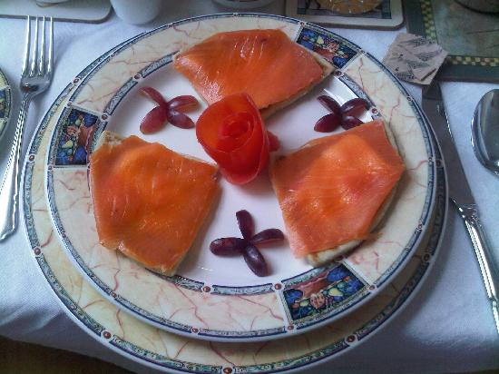 The Gordon Guest House: Smoked Salmon on Potato Scones- delicious