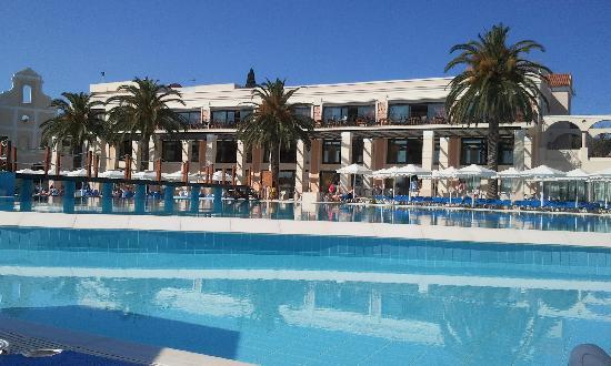 Roda Beach Resort & Spa: view across the swimming pool to main building