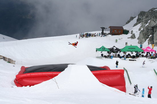 Momentum Ski Camps - Day Camps: Giant Airbag 50' x 50'