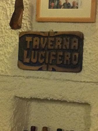 Taverna Lucifero: insegna interna