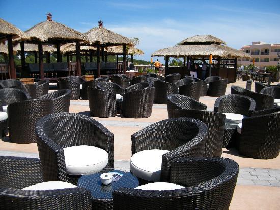 Invisa Hotel Club Cala Blanca: piscine lounge
