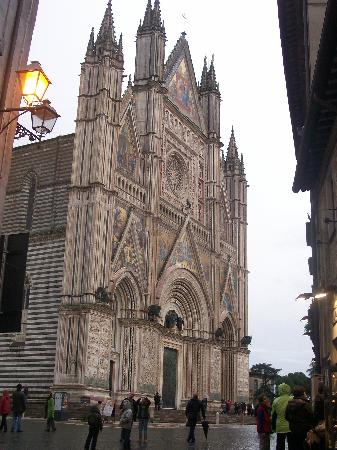 Орвието, Италия: Catedral de Orvieto, vista global.