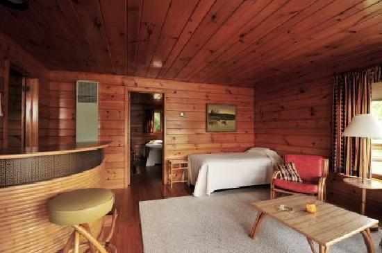 Nelson's Resort: cabin living room
