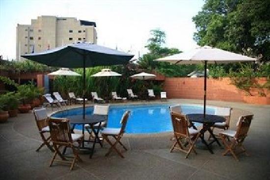 Costa Real Suites : la piscine