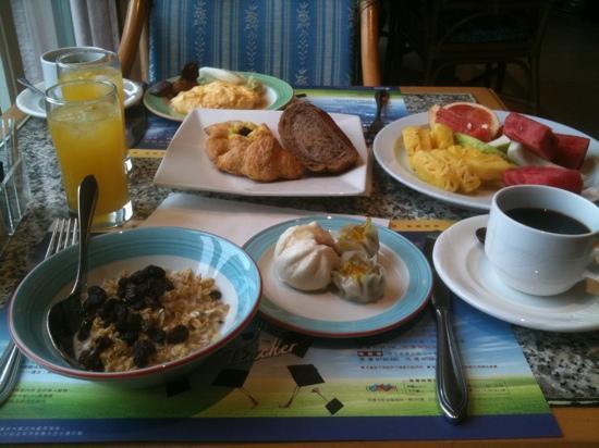 Grand Hi-Lai Hotel: 朝ご飯のブッフェ