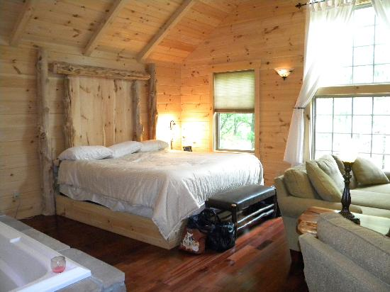 Coblentz Country Cabins: King size sleep number bed