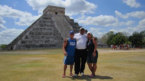 Chichén Itzá: Rafael Chichen Itza Expert Extrodinare