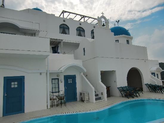 Villa Santorini: ホテルとプール