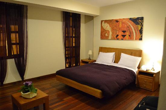 Hotel Casa Deco : Bed in Purple Room