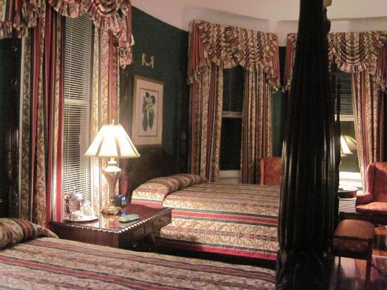 Two Meeting Street Inn: Queen Anne