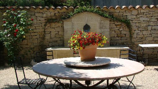 Bastide Sainte Agnes : Outside table for breakfast