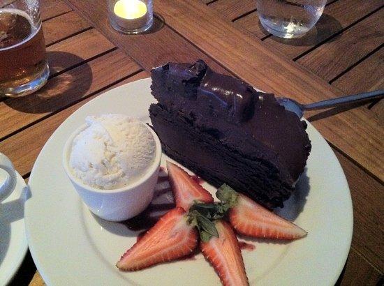Aquarius - Dream Inn: Blackout chocolate cake