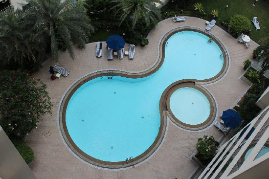 Rembrandt Towers Serviced Apartments: Swimming Pool