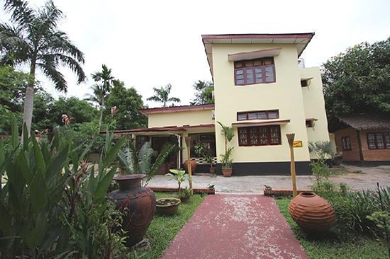 Alamanda Inn (front view / vue de devant)