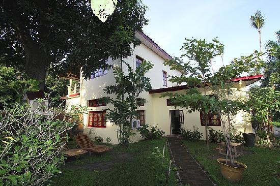 Alamanda Inn (rearview / vue de derrière)