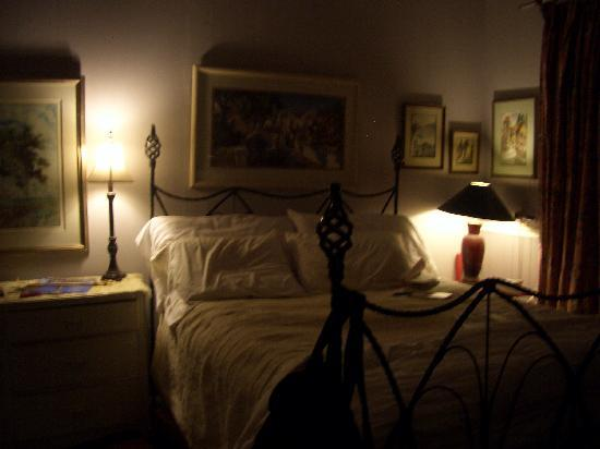 Cedar Hill Bed & Breakfast: my cozy bedroom
