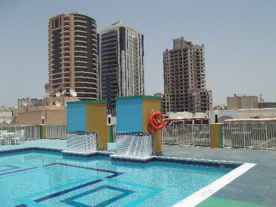 Golden Sands Hotel Apartments: Rooftop Pool