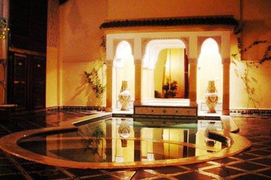 ริแอดซิตูนา: La piscine
