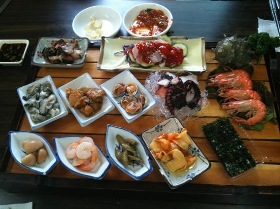 Beonne Hoet Sikdang: 번네식당 side dish