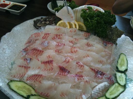 Beonne Hoet Sikdang: 번네식당 sasimi