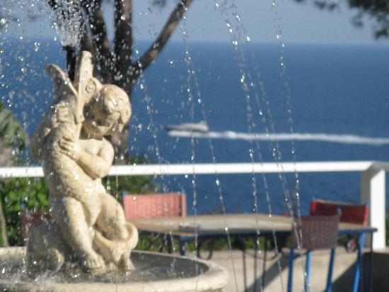 Sant'Angelo, İtalya: La Fontana di Casa Adolfo