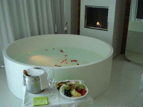 i-SUITE Design Hotel: Vasca in camera